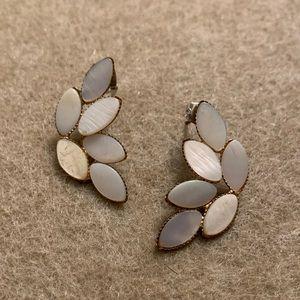 Pearly leaves earrings